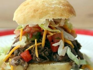 Slow Cooker Mexican Beef Sandwich from Lisa's Dinnertime Dish | Cinco de Mayo Recipe Round-Up | Gooseberry Patch