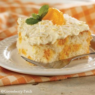 Mandarin Orange Cake recipe from 101 Homestyle Favorites | Dessert Recipe Round Up from Gooseberry Patch