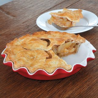 Gooseberry Patch Presents our Favorite Fluted Pie Dish