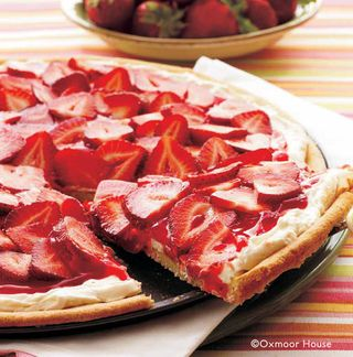Strawberry Pizza | 9 fresh-picked strawberry recipes from Gooseberry Patch